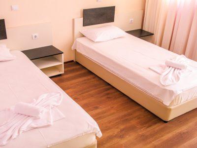 Стая с две единчни легла