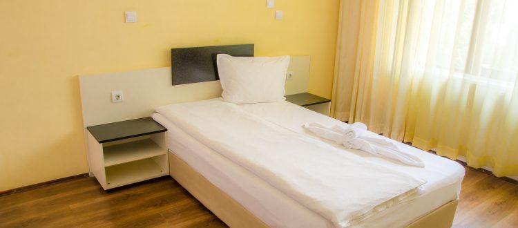 Стая с едно легло-02