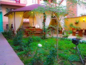 Лятна градина в ресторант Мира -01
