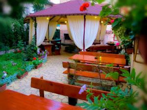 Лятна градина в ресторант Мира -04