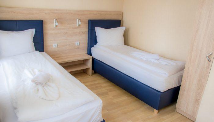 Стая с две легла